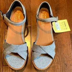 NWT TOMS Harper Chambray Wedge Sandal